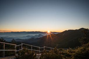 夢の庭園の日没の写真素材 [FYI04633388]