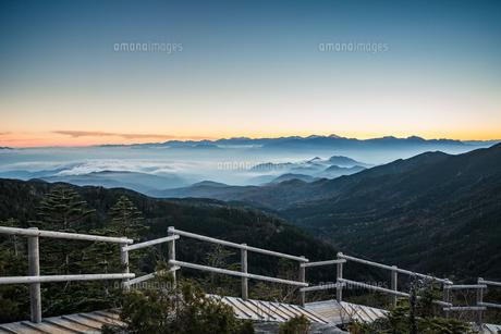 夢の庭園の日没の写真素材 [FYI04633391]