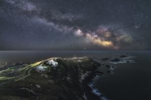 襟裳岬と天の川の写真素材 [FYI04633406]