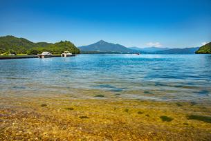 猪苗代湖と磐梯山の写真素材 [FYI04633485]