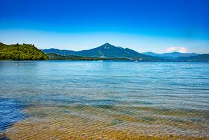 猪苗代湖と磐梯山の写真素材 [FYI04633486]