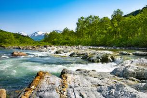 寒河江川と月山の写真素材 [FYI04633494]