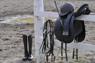 乗馬用の馬具イメージの写真素材 [FYI04633822]