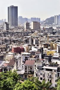 マカオ遠望 旧市街のレトロな佇まいの写真素材 [FYI04633840]