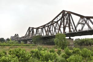 ロンビエン鉄橋の優美な佇まいの写真素材 [FYI04633871]