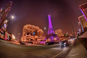 煌めくマカオのカジノ街24時間眠らない街の写真素材 [FYI04633939]