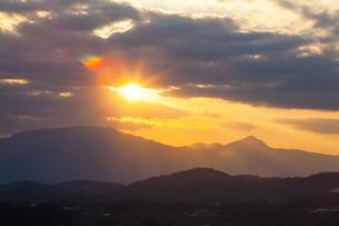 夕暮れの箱根の山々の写真素材 [FYI04634071]