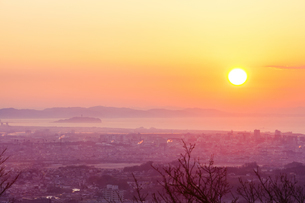 江ノ島の朝焼けの写真素材 [FYI04634079]