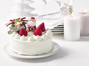 クリスマスケーキとクリスマスの装飾の写真素材 [FYI04634421]