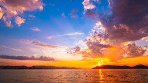 【香川県 高松市】屋島からみる夕方の瀬戸内海の自然風景の写真素材 [FYI04634590]