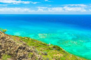 【ハワイ オアフ島】ダイヤモンドヘッドから見るハワイのワイキキビーチの写真素材 [FYI04634602]