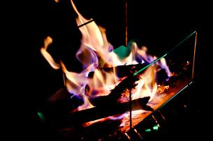 焚き火の写真素材 [FYI04634663]