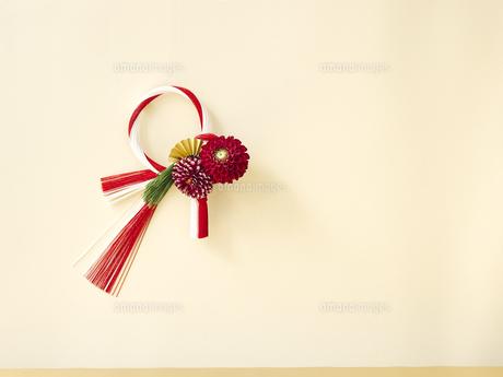 しめ縄と正月飾りの写真素材 [FYI04634896]