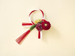 しめ縄と正月飾りの写真素材 [FYI04634899]