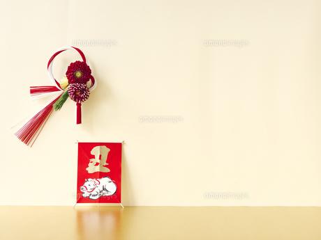 しめ縄と正月飾りの写真素材 [FYI04634905]