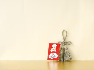 しめ縄と正月飾りの写真素材 [FYI04634908]