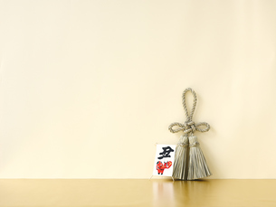 しめ縄と正月飾りの写真素材 [FYI04634911]
