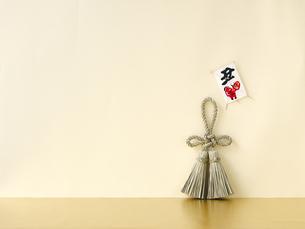 しめ縄飾りと正月飾りの写真素材 [FYI04634916]