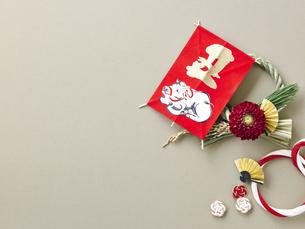 しめ縄飾りと正月飾りの写真素材 [FYI04634938]