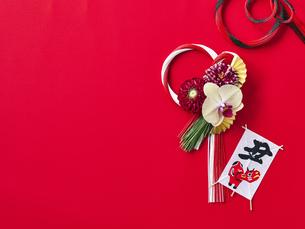 しめ縄飾りと正月飾りの写真素材 [FYI04634946]