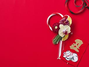 しめ縄飾りと正月飾りの写真素材 [FYI04634969]