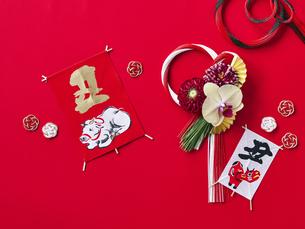 しめ縄飾りと正月飾りの写真素材 [FYI04634975]