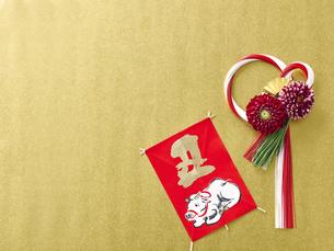 しめ縄飾りと正月飾りの写真素材 [FYI04634979]