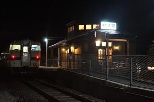 夜の枕崎駅の写真素材 [FYI04635110]