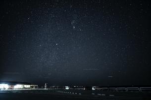 館山 海岸の駐車場 星景の写真素材 [FYI04635349]