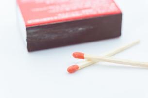 【火】マッチ棒とマッチの箱 マクロ撮影の写真素材 [FYI04635352]