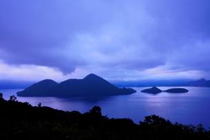 北海道 洞爺湖 静かな水面の写真素材 [FYI04635377]