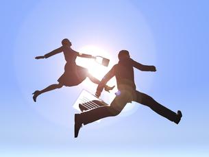ジャンプするビジネスマンとビジネスウーマンのイラスト素材 [FYI04635488]