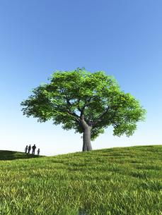 丘に立つ一本の大樹を眺める家族4人のイラスト素材 [FYI04635558]