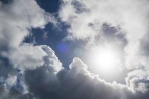 壮大な雲間の日差しの写真素材 [FYI04635584]
