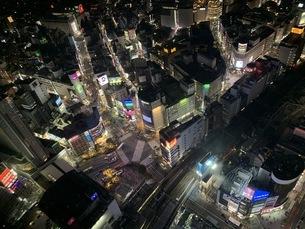 都会の夜の街並の写真素材 [FYI04635791]