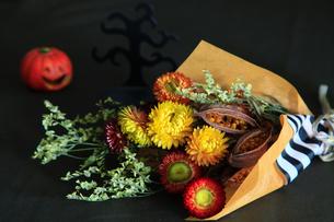 ハロウインの花束の写真素材 [FYI04635861]