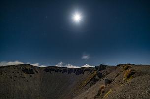 磐梯吾妻小富士の月夜の風景の写真素材 [FYI04635975]