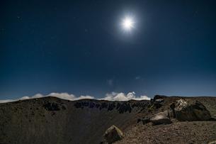 磐梯吾妻小富士の月夜の風景の写真素材 [FYI04635977]