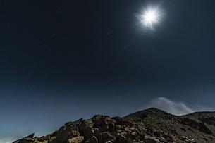 磐梯吾妻小富士の月夜の風景の写真素材 [FYI04635999]