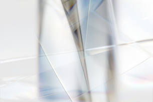 白く透明感の美しい虹色のメタリックなクールなガラス質感のアブストラクトの写真素材 [FYI04636062]