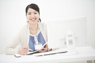 笑顔のビジネスウーマンの写真素材 [FYI04636216]