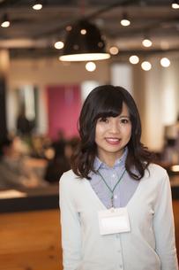 笑顔のビジネスウーマンの写真素材 [FYI04636260]