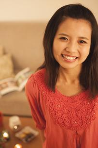 笑顔の女性の写真素材 [FYI04636440]