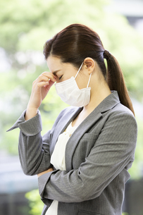マスクを付けた日本人女性の写真素材 [FYI04636821]