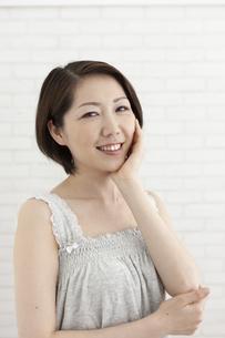 笑顔の女性の写真素材 [FYI04637298]