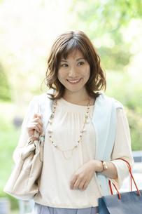 笑顔の女性の写真素材 [FYI04637372]