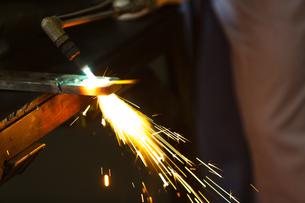 工場で働く男性の写真素材 [FYI04637845]