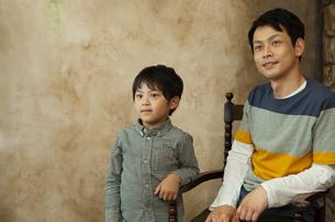 男の子と父親の写真素材 [FYI04638660]