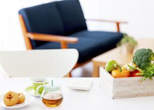 テーブルの上の食材の写真素材 [FYI04639720]