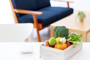 テーブルの上の食材の写真素材 [FYI04639721]